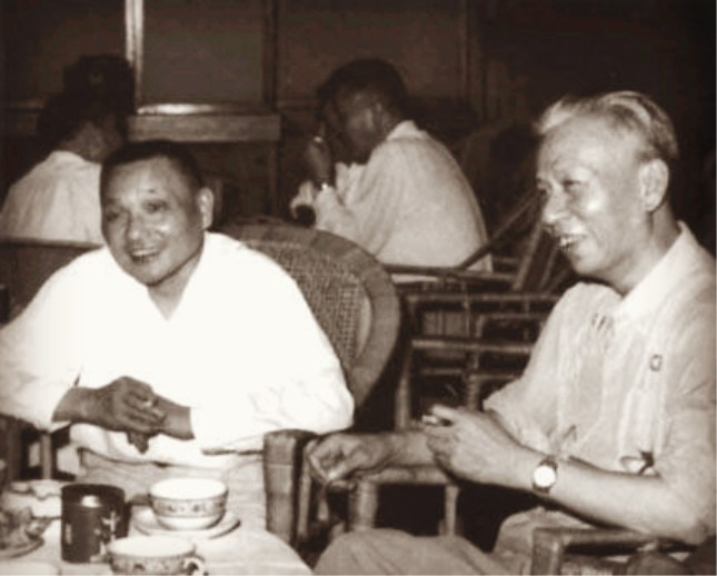 1958年,邓小平和刘少奇.jpg