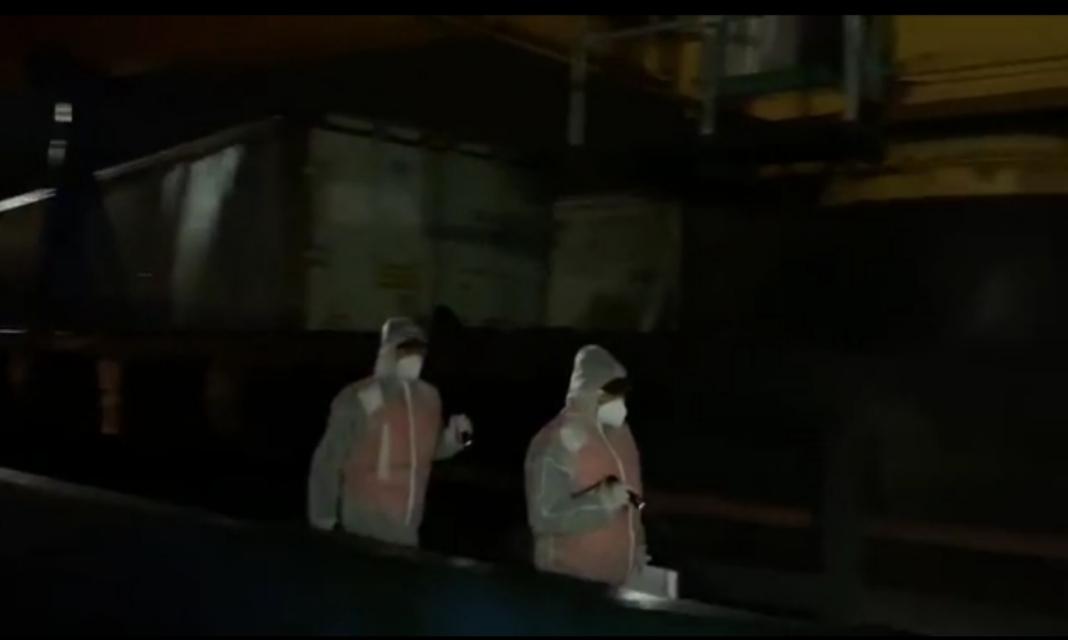 图七:海警执法人员登临涉案船舶正在巡逻.jpg
