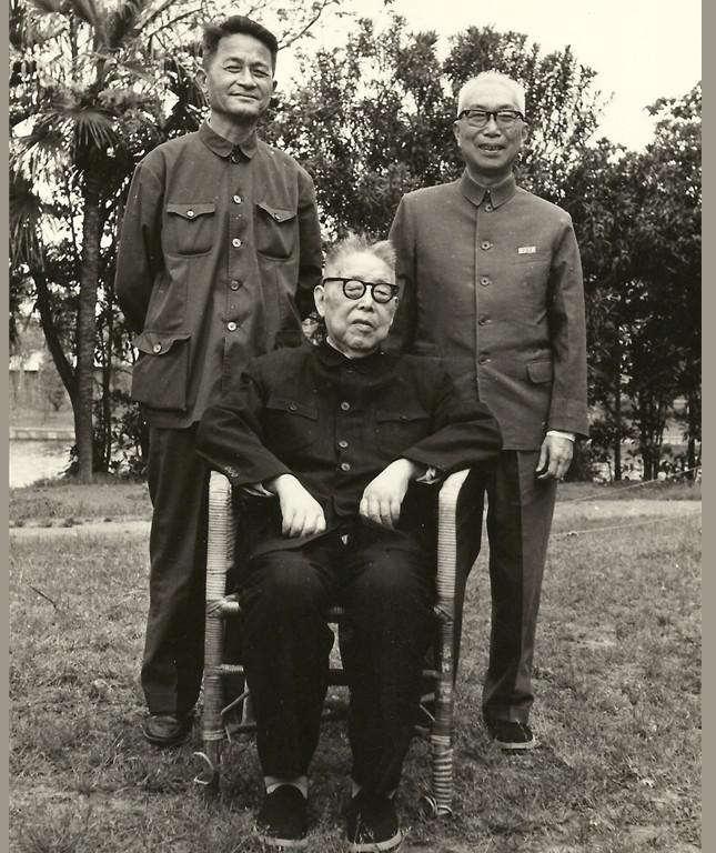 3,1980年,徐中玉与程千帆、郭绍虞合影_副本.jpg