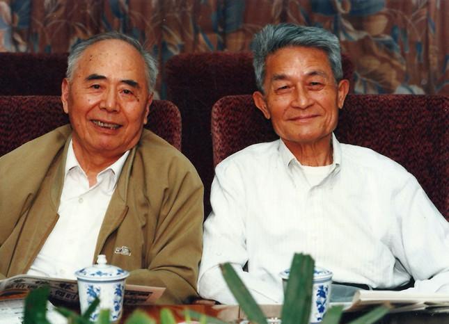 4,1997年5月13日,徐中玉与钱谷融参加劳动报座谈_副本.jpg