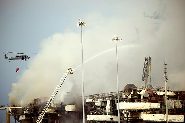 (外代一线)(7)美军舰大火进入第二天 (3903935)-20200714151848.JPG