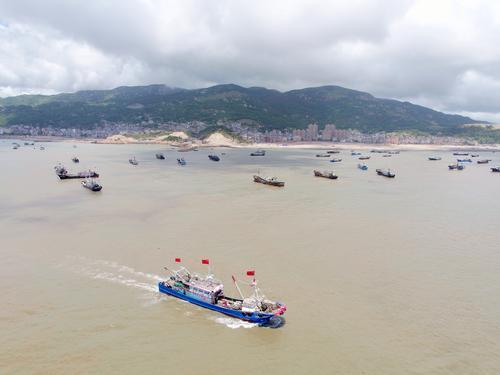 8月1日,在福建省霞浦县三沙镇海域,渔船开渔出海(无人机照片)。2.jpg