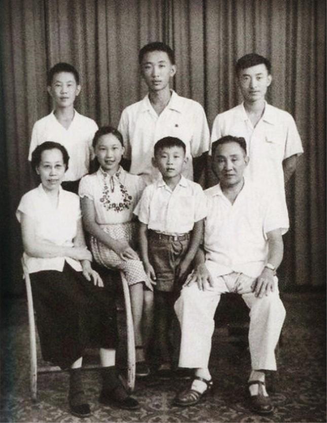 上将李聚奎1961年的全家福.jpg
