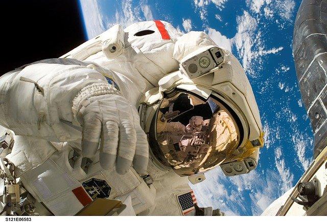 astronaut-11080_640 (1).jpg
