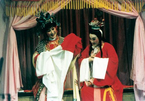 《孔雀东南飞》范瑞娟饰焦仲卿、傅全香饰刘兰芝 1980年.jpg