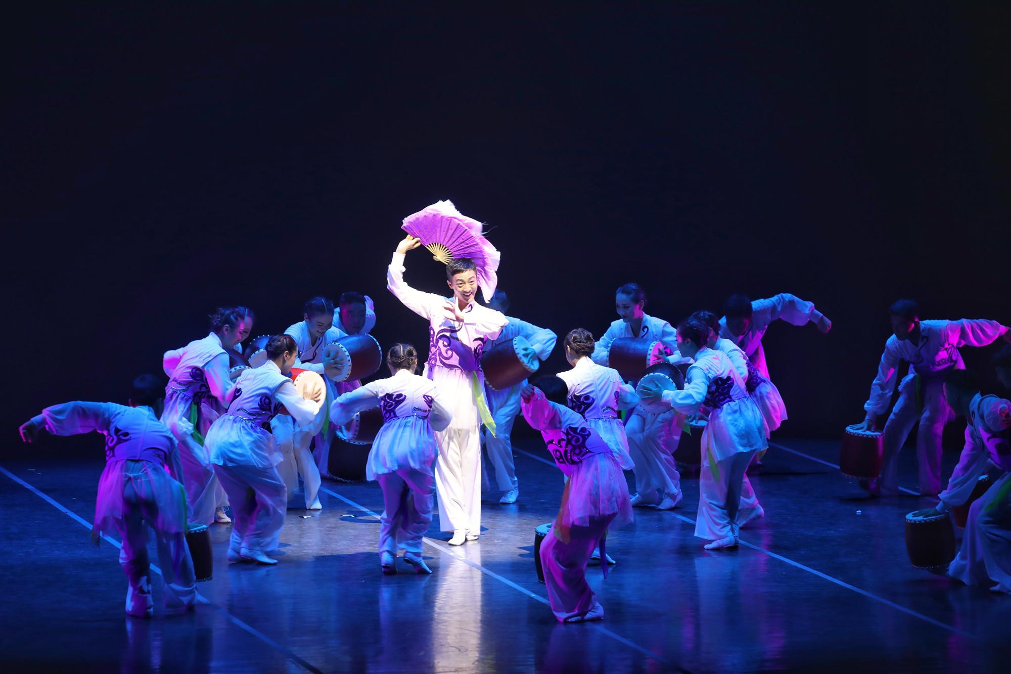 安徽省花鼓灯歌舞剧院有限公司《远去的兰花爷爷》_副本.jpg