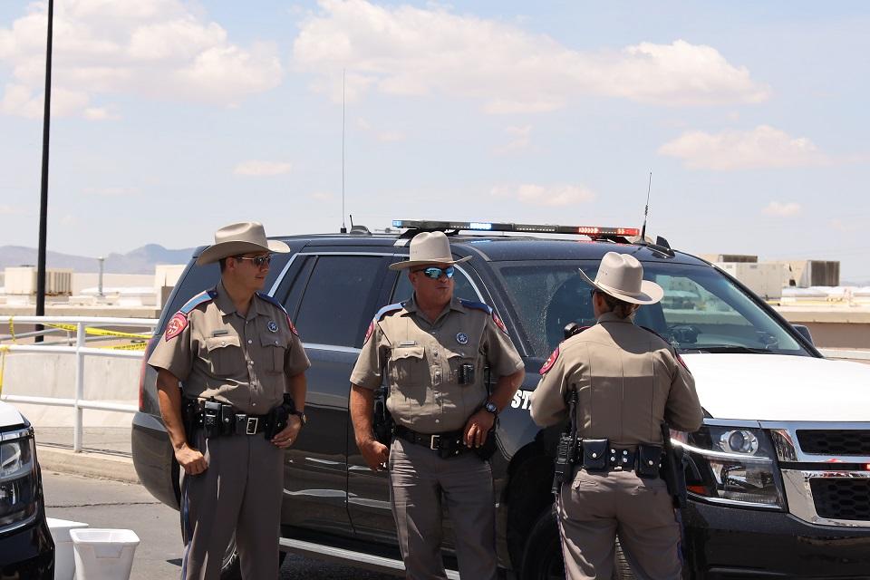 (国际)(3)美国执法部门得州枪击案后现-FZ00032870335.JPG