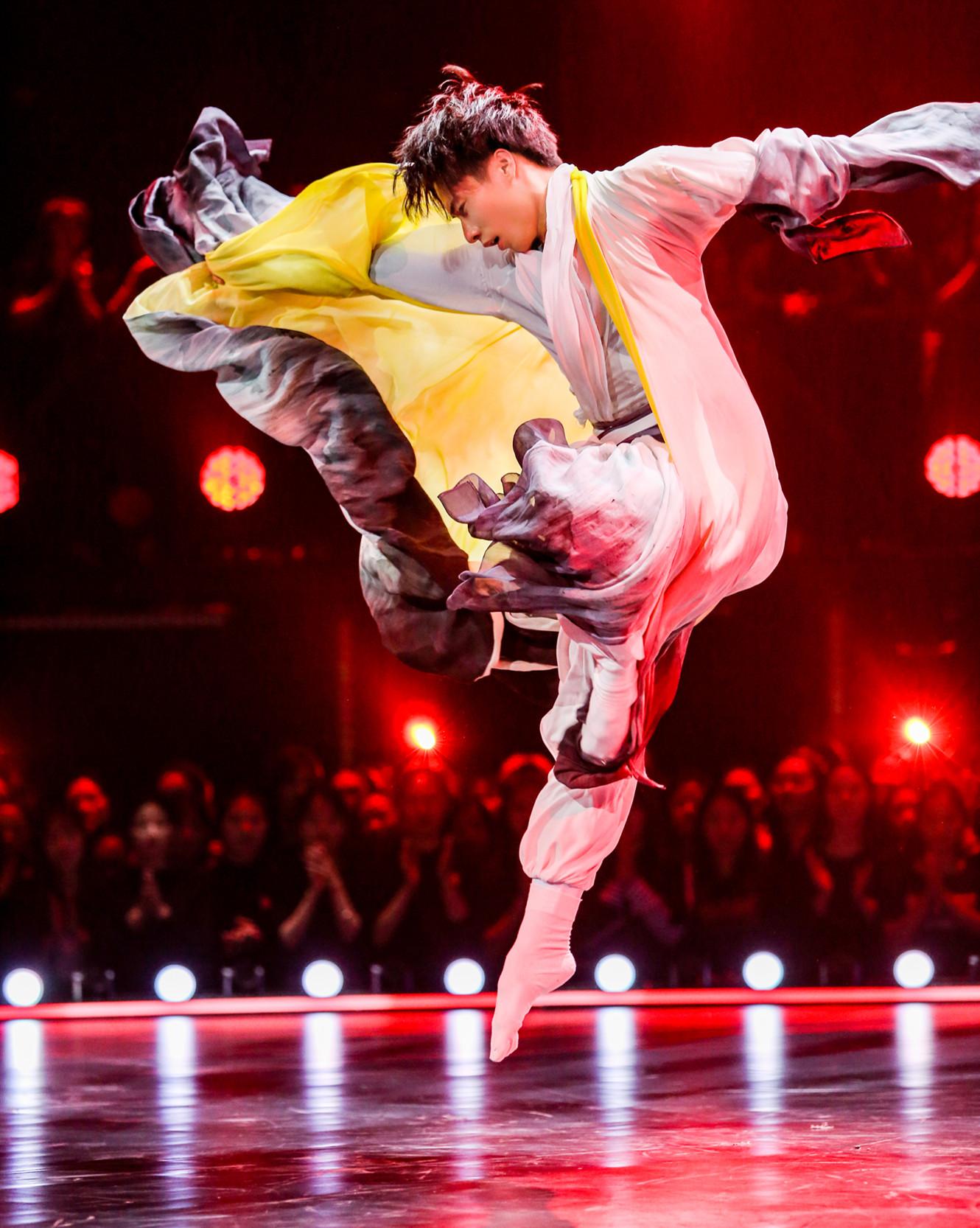 《舞蹈風暴》第四期,蘇海陸用舞蹈《幾多愁》展現李煜的人生_副本.jpg