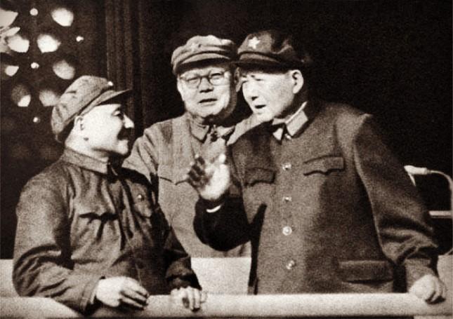 """主席决策的最后一战,刚复出的邓小平坐阵总参作战部直接指挥,前线告捷后邓掐灭烟头说""""我们该吃饭了"""""""