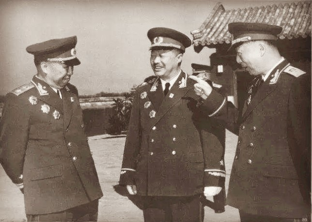 聂荣臻、贺龙、罗荣桓(从左至右)都是军事家.jpg