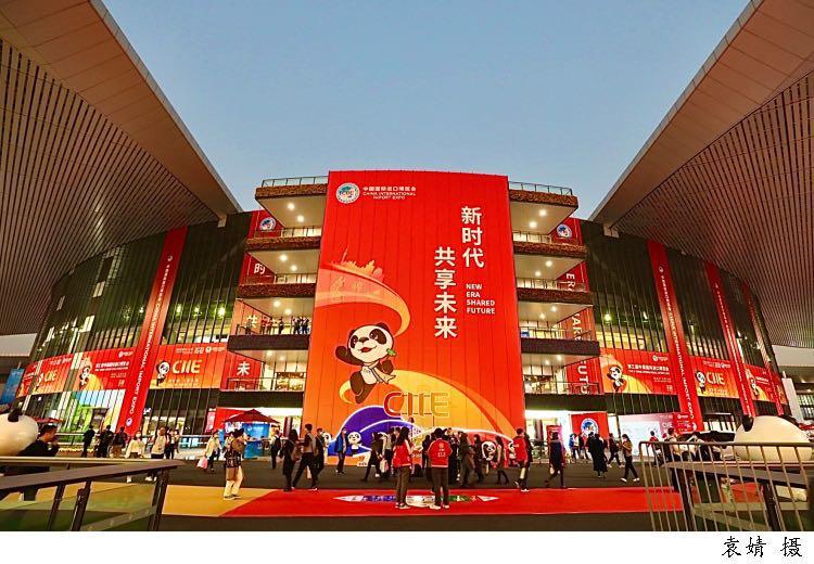 """隔离也值!""""进博会让海外企业高管跨越大半个世界来中国 文汇客户端 2020-11-08 19:48:51 微信图片_20201108193406.jpg  全球疫情肆虐之时,曾有人担心,今年的进博会还"""